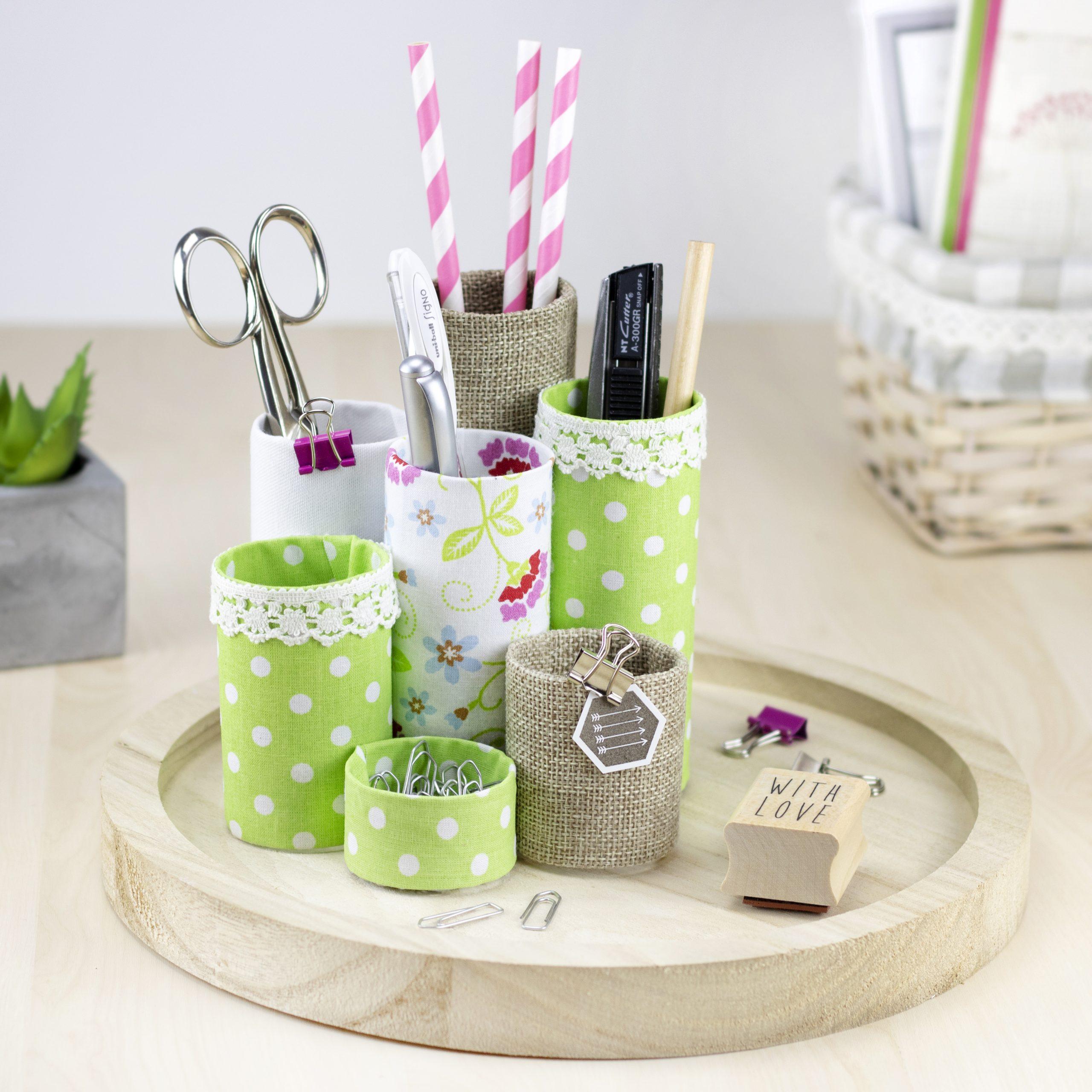 Upcycling: Stifte-Utensilo aus Papprollen und Stoff